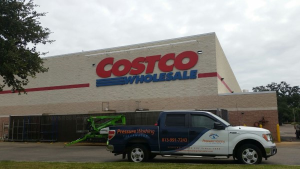 pressure washing Costco´s company signage in Clearwater