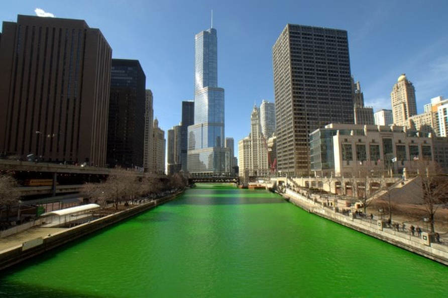 Chicago River dyed green on St. Patrick´s Day