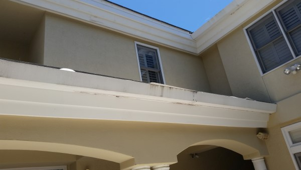 South Tampa home soffits needing pressure washing